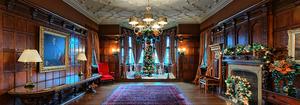 Willistead Manor decorated for the holidays in 2018